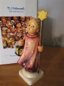Christmas Song Figurine HUM343