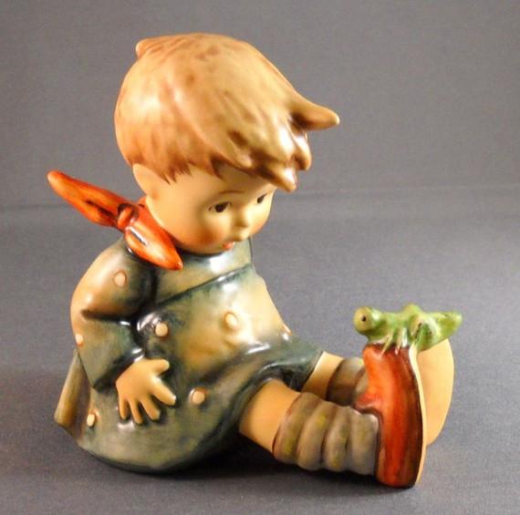 Friend or Foe Figurine HUM434