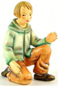 Shepherd kneeling Figurine HUM214GO